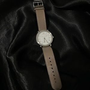 MARC JACOBS taupe watch